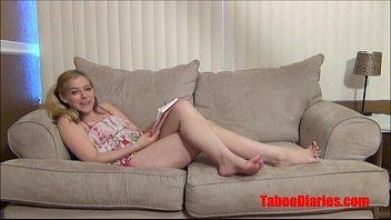 Linda novinha loirinha sentando gostoso na pica grossa