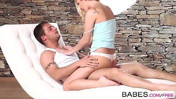 Mordendo gostoso a rola de seu macho e depois botando dentro da xota dela