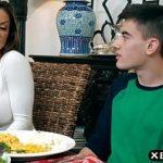Comendo mãe gostosa em família