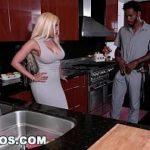 Loira casada safada fazendo sexo com encanador