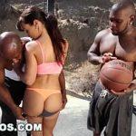 Morena milf fazendo sexo com negro dotados