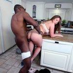 Sexo com ninfeta safada dentro da cozinha