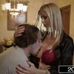 Samba porno com gostosa loira masturbando a buceta