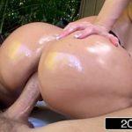 Sexobr com a loira rabuda quicando forte na rola