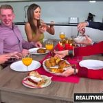 Parsexual com gostosa transando em familia